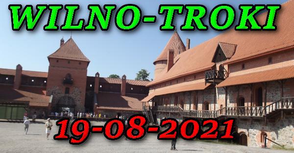 Dziedziniec zamku w Trokach wycieczka do Wilna