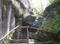 wejście do bunkru Wilczy Szaniec