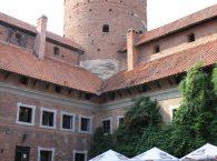 Dziedziniec z Basztą zamku w Reszlu